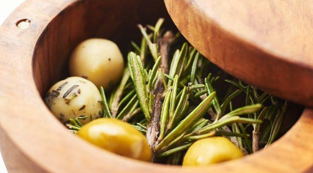 olivas en caja antes de elaborar aceite maeva